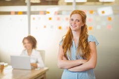 Businesswoman standing with arms crossed Royalty Free Stock Photos