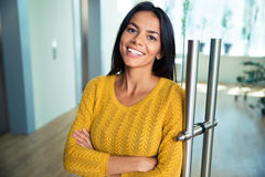 Businesswoman standing with arms folded Royalty Free Stock Photography