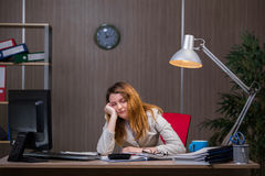 The businesswoman staying in the office for long hours Royalty Free Stock Photos