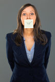 Businesswoman with sticky note. On gray background Royalty Free Stock Photography