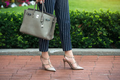 Free Businesswoman Summer Outfit For Office. Fashionable Woman Wear High-hells Shoes, Blue Cotton Pants With White Stripes And Hold Gre Royalty Free Stock Image - 83368886