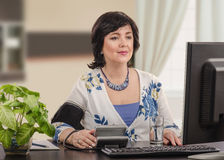 Businesswoman takes her blood pressure Royalty Free Stock Images