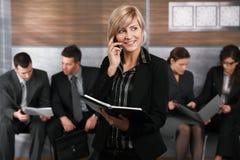 Businesswoman talking on mobile Royalty Free Stock Photos