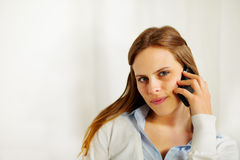 Businesswoman talking on the mobile phone Royalty Free Stock Photos