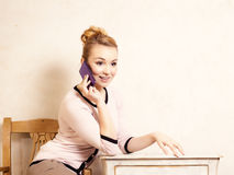 Businesswoman talking on mobile phone smartphone Royalty Free Stock Photography