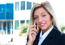 Businesswoman talking on the mobile phone Royalty Free Stock Images