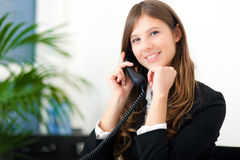 Businesswoman talking at the phone Royalty Free Stock Photography