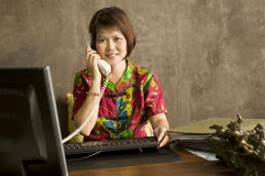 Businesswoman talking on the telephone Royalty Free Stock Photo