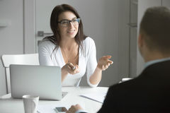Businesswoman talking to a man at the desk Royalty Free Stock Photography