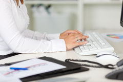 Businesswoman Typing On Keyboard At Desk Royalty Free Stock Photos