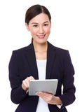 Businesswoman use of tablet pc Royalty Free Stock Photography