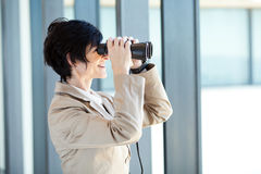 Businesswoman using binoculars Royalty Free Stock Photos