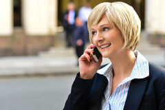 Businesswoman using a cell phone Royalty Free Stock Images
