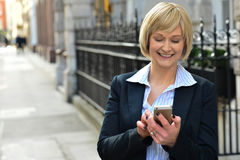 Businesswoman using her smart phone Royalty Free Stock Photo