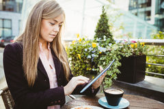 Businesswoman using her tablet pc Royalty Free Stock Images