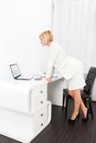 Businesswoman using laptop computer Royalty Free Stock Photography