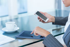 Businesswoman using smartphone and tablet Royalty Free Stock Photography