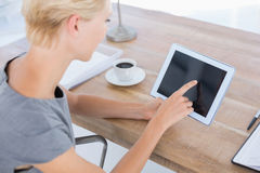 Businesswoman using tablet Royalty Free Stock Photos
