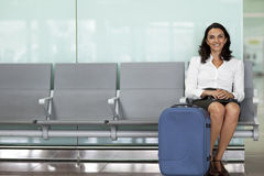 Businesswoman waiting at the airport Royalty Free Stock Photos