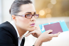 Businesswoman waiting for flight Royalty Free Stock Photos