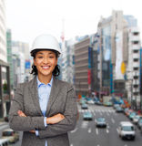 Businesswoman in white helmet with crossed arms Royalty Free Stock Photos