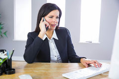 Businesswoman working at her desk Royalty Free Stock Images
