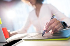 Businesswoman working on her desk Royalty Free Stock Photos