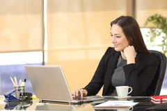 Businesswoman working online at office Royalty Free Stock Photography