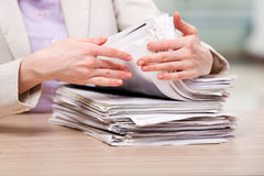 The businesswoman working with stack of papers Royalty Free Stock Photos