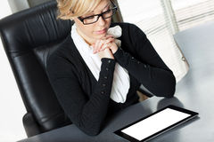 Businesswoman working on the tablet Royalty Free Stock Image