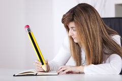 Businesswoman writing on the notepad Royalty Free Stock Image