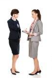 2 businesswomans обсуждая друг с другом Стоковая Фотография