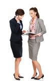 2 businesswomans обсуждая друг с другом Стоковое фото RF