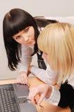 Businesswomans lost het probleem op stock foto's