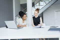 businesswomen photo libre de droits