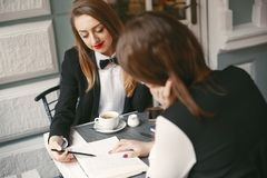 businesswomen images libres de droits