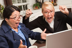businesswomen celebrate laptop success Στοκ Εικόνα