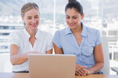 Businesswomen looking at laptop Royalty Free Stock Images