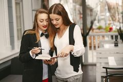 businesswomen fotos de stock