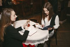 businesswomen foto de stock royalty free