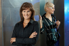 Businesswomen in office lobby Royalty Free Stock Photography