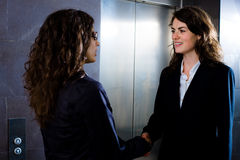 Businesswomen shaking hands Royalty Free Stock Photos