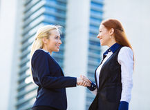 Businesswomen shaking hands Royalty Free Stock Photo