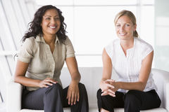 Businesswomen sitting in lobby Royalty Free Stock Image