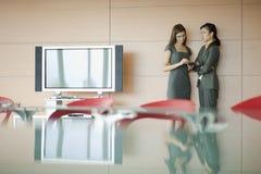 Businesswomen speaking Royalty Free Stock Photos