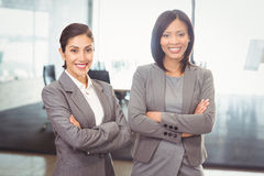 Businesswomen standing with arms crossed Royalty Free Stock Photos