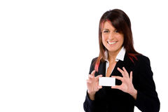 Busineswoman que sostiene una tarjeta en blanco Fotografía de archivo libre de regalías