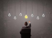 Businness grabb framme av begreppet för ljusa kulor för idé Arkivbild