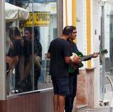 Buskers i Ayamonte Spanien royaltyfri bild