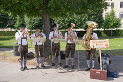 Buskers in Vienna. WIEN - AUGUST 1:street performers dressed Austrians perform classical music at the entrance of the Belvedere castle  on august 1, 2015 in Wien Stock Photos